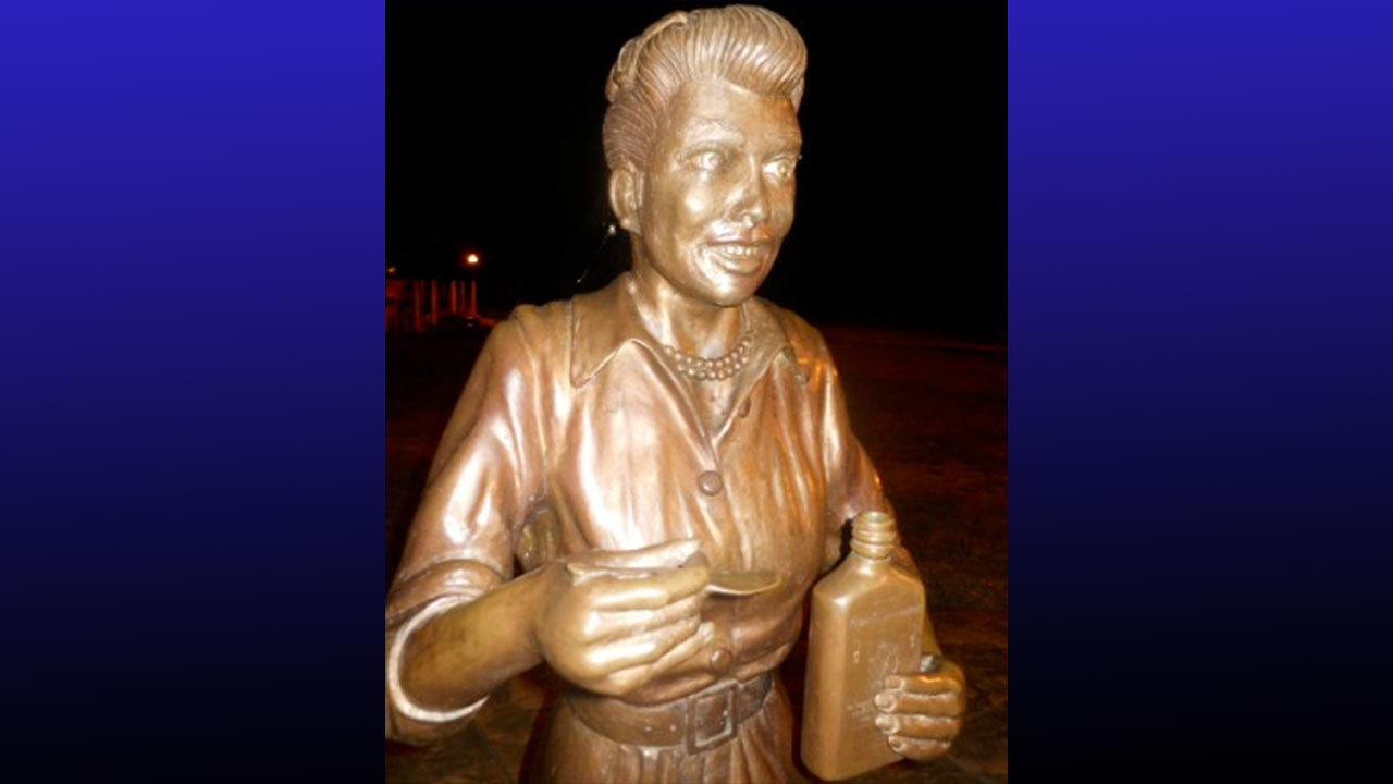 New Lucille Ball Statue Unveiled After