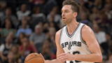 Pau Gasol suffers broken bone in hand during warmups, return unknown