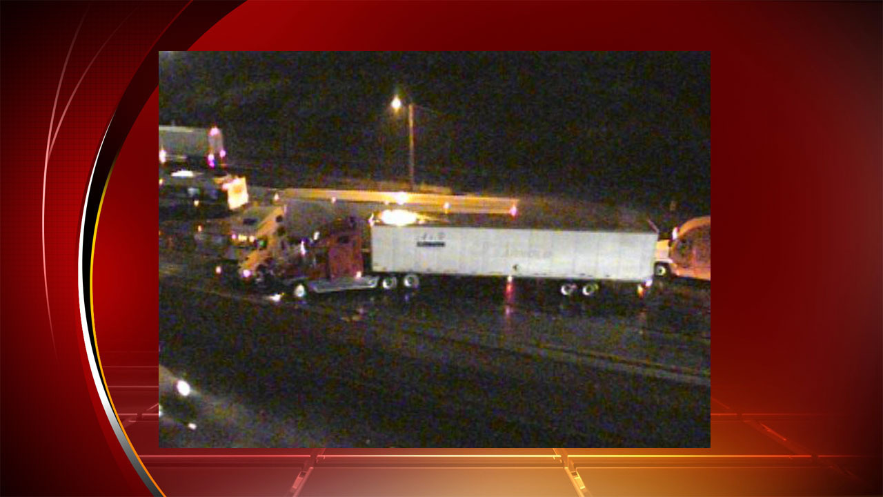 I 35 southbound near bamc reopens after 18 wheelers jackknife for Fred s fish fry