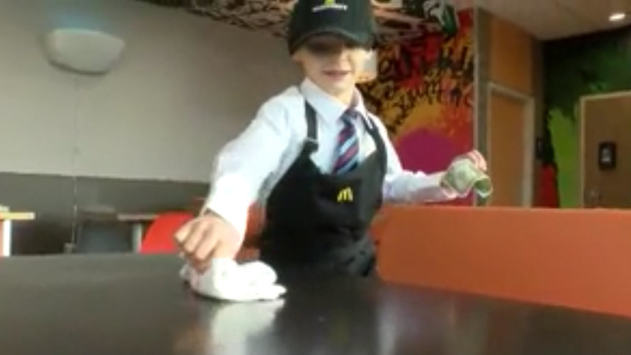 Toys For 21 Year Olds : Video year old gets job at mcdonald s to buy toys for tots