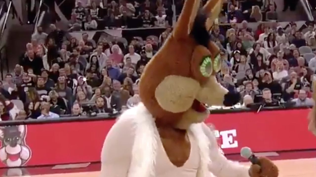 Spurs Coyote mocks Mariah Carey's disastrous New Year's Eve...