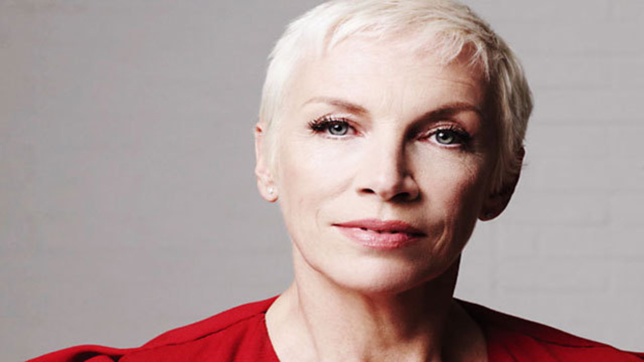 Citaten Annie Xxi : Annie lennox pokes fun at radio station that thinks she s