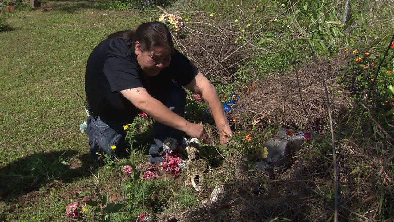 Mother finds infant\'s grave covered with trash, high weeds