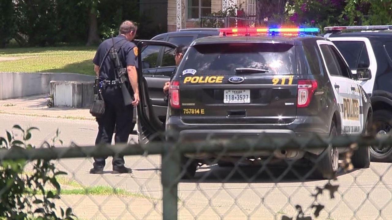 2 Arrested After Bank Robbery On City S Se Side