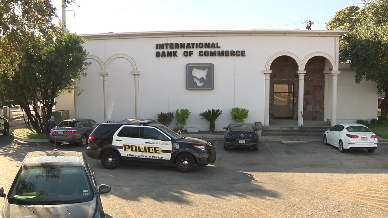 San Antonio Police Search For Bank Robber On Northwest Side