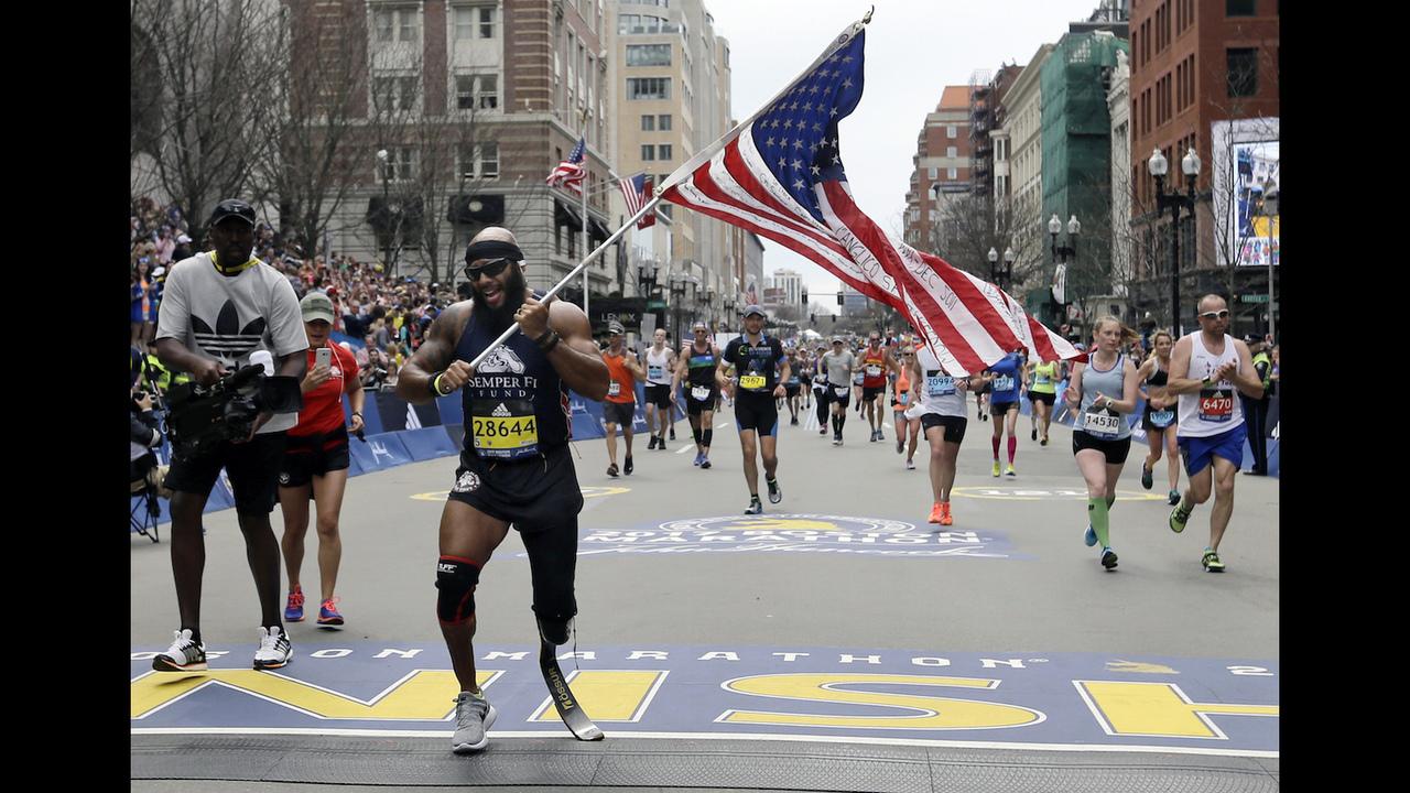 Pic Of Sa Marine Who Ran Boston Marathon After Losing Leg