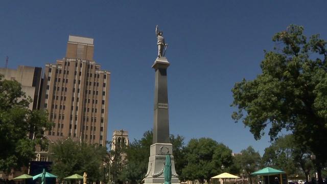 confederate statue_1502594673031.jpg