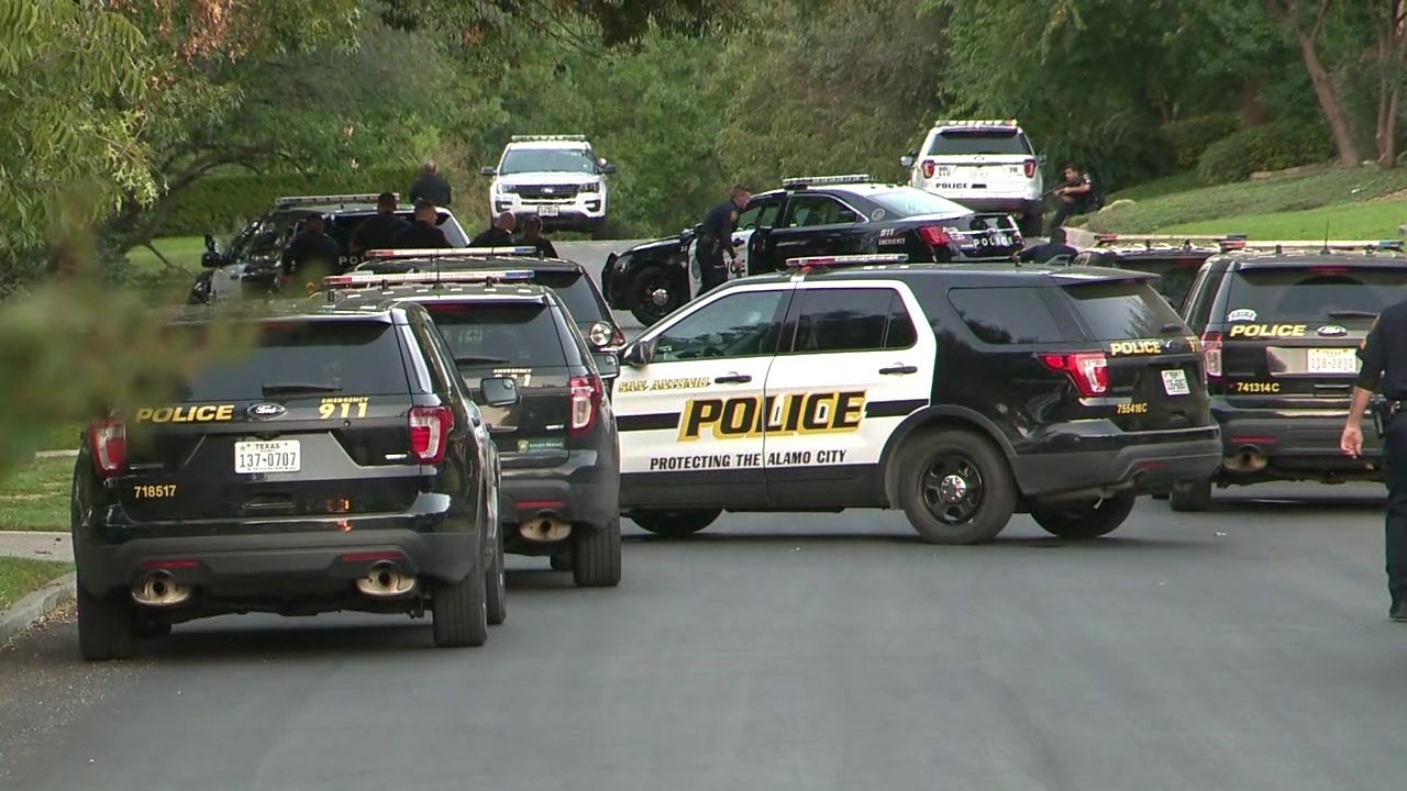 Standoff in Terrell Hills ends with suspect in ambulance