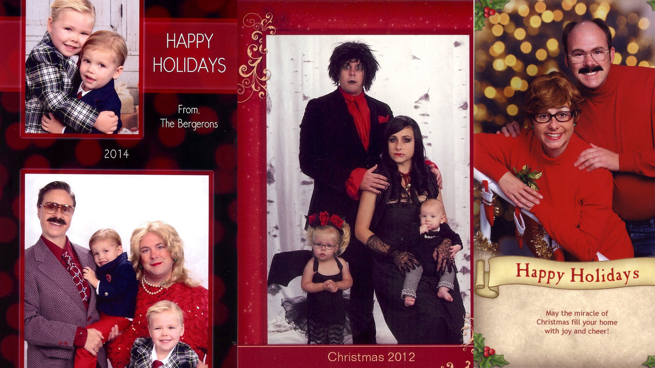 Bergeron Christmas Cards.Family Takes Hilariously Awkward Christmas Card Photos For 15