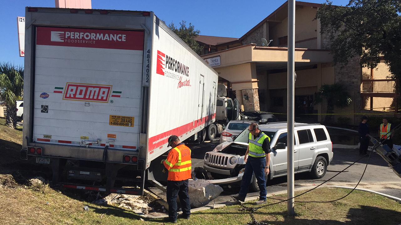 18 Wheeler Crashes Into Nw Side Motel