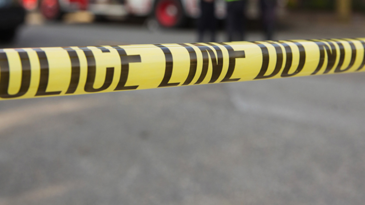 Police: 2 dead, 1 hurt in small plane crash in Detroit