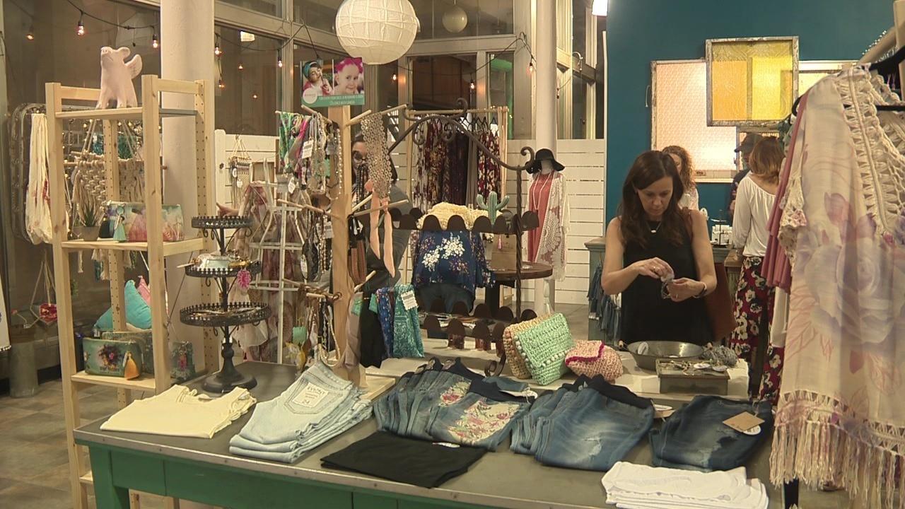 Retail shops pop up on East Houston Street