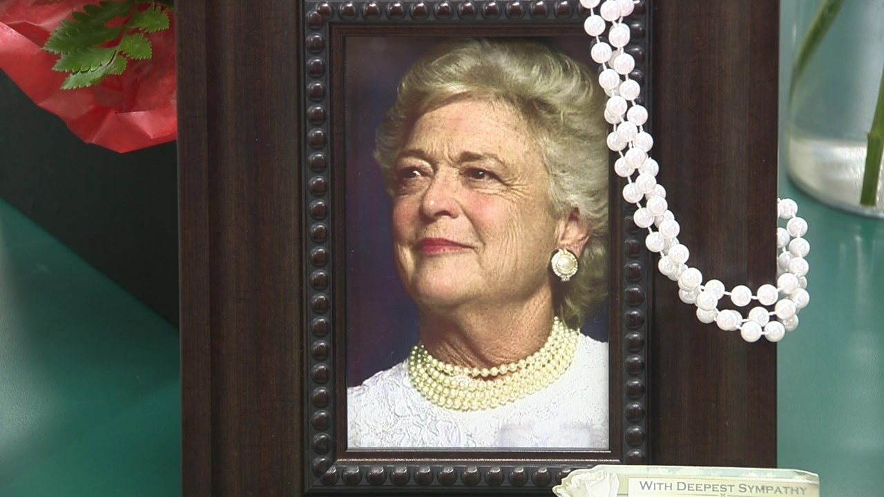 Mourners pay respects to former first lady Barbara Bush