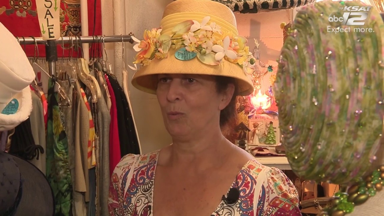Video thumbnail for San Antonio hat shop shows off fascinators and hats  ahead of Royal Wedding d334a2706ce