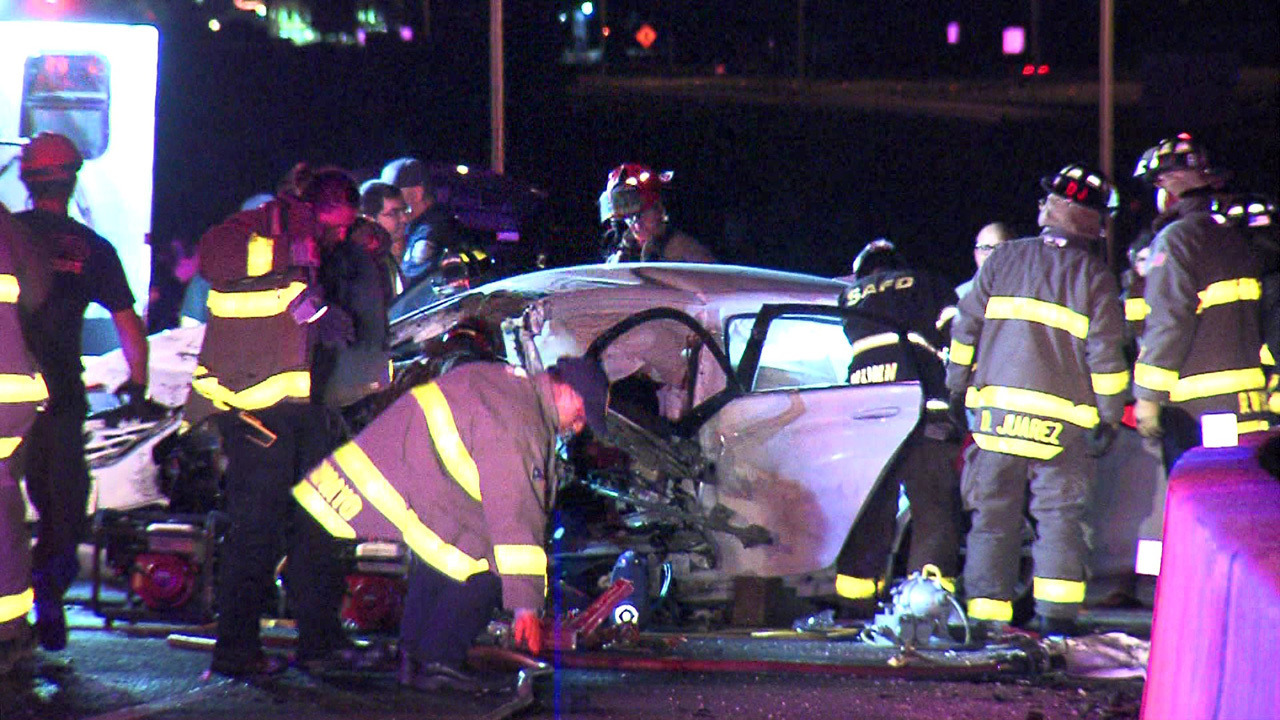 4 hospitalized in wrong-way vehicle collision on Northwest Side