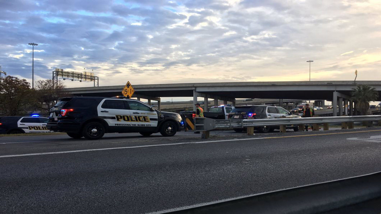 Sapd 1 Dead In Vehicle Crash On I 35 Nb Near Broadway