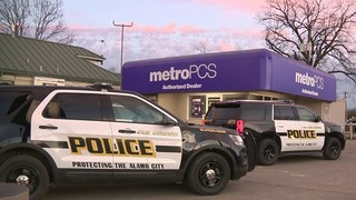 Man broke into West Side cellphone store through roof, police say