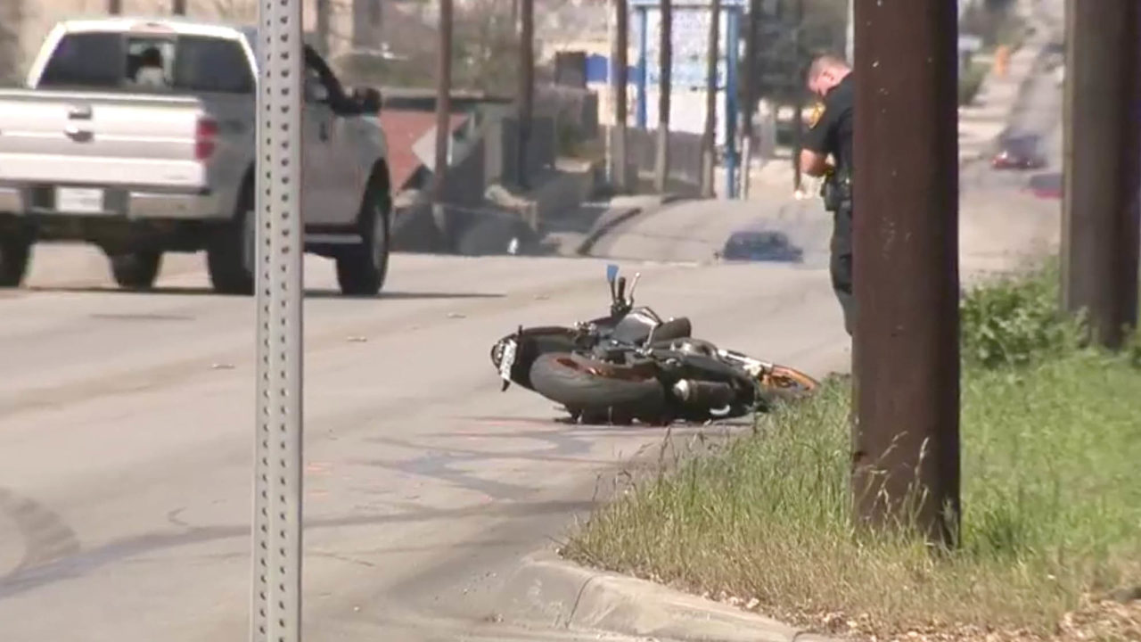 Motorcyclist killed after losing control of motorcycle, police