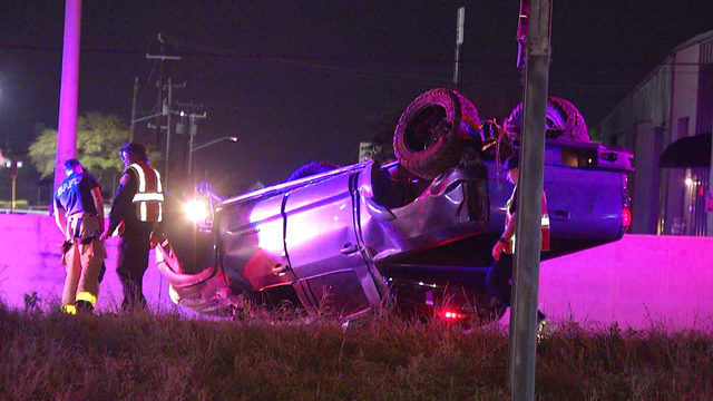 Tire blowout causes truck rollover on Loop 410, police say