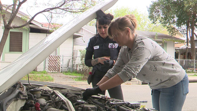 Female automotive mechanic teaches other SA women how to fix their cars