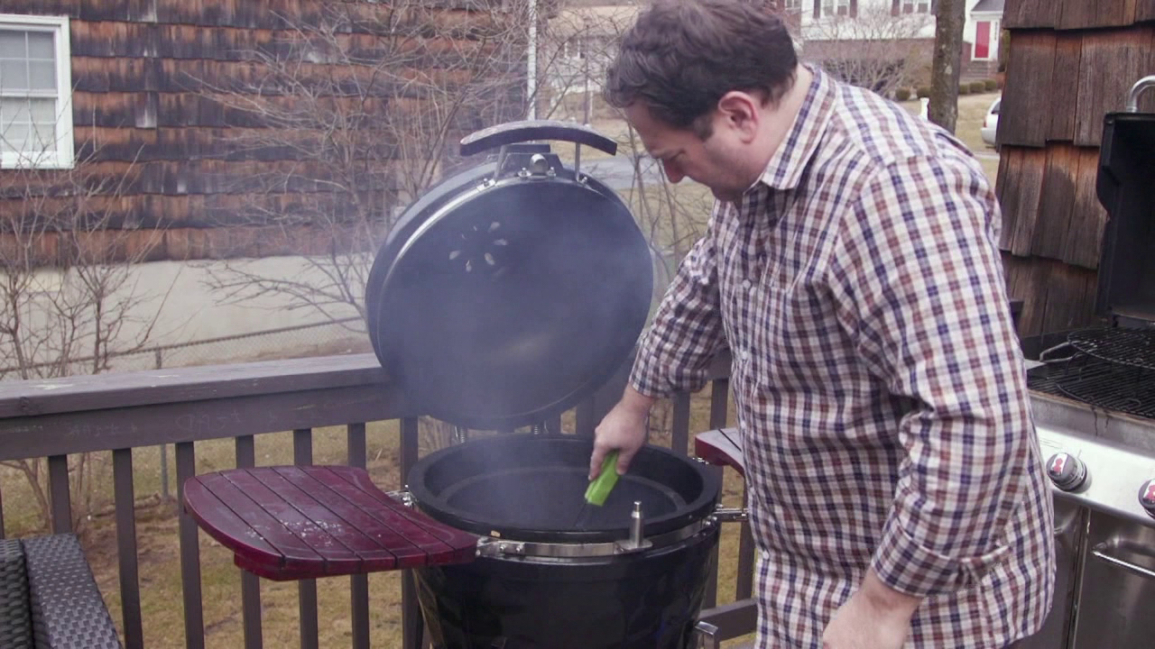 consumer reports tests kamado style grills. Black Bedroom Furniture Sets. Home Design Ideas