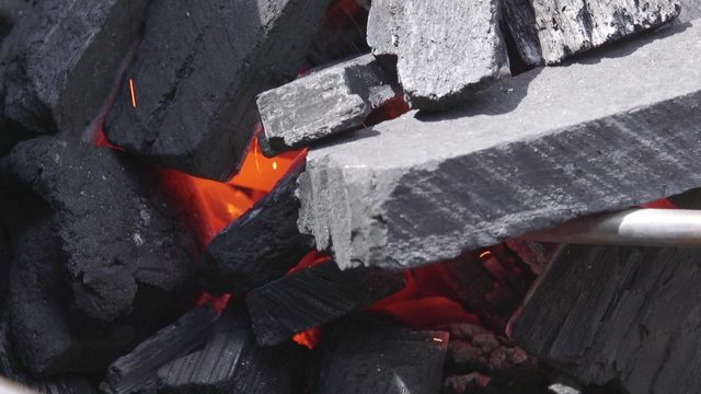 Grillers want to know: Lump charcoal or briquettes?