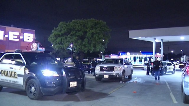 Machete-wielding robbers sought for mugging in H-E-B parking lot, police say