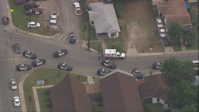 SAPD: 3 gunmen at large after killing 1, wounding 2 on East Side