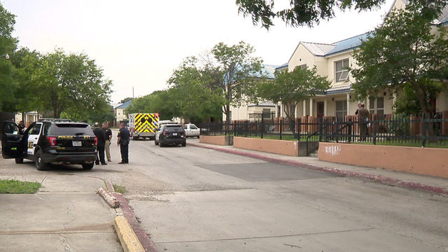 SAPD: Man on the run after shooting at West Side apartment