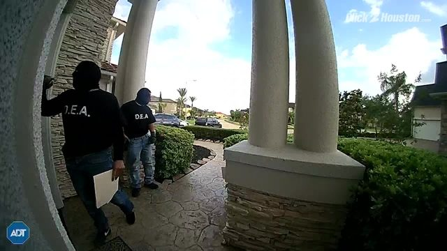 Fake DEA agents armed with handguns try to enter Texas home