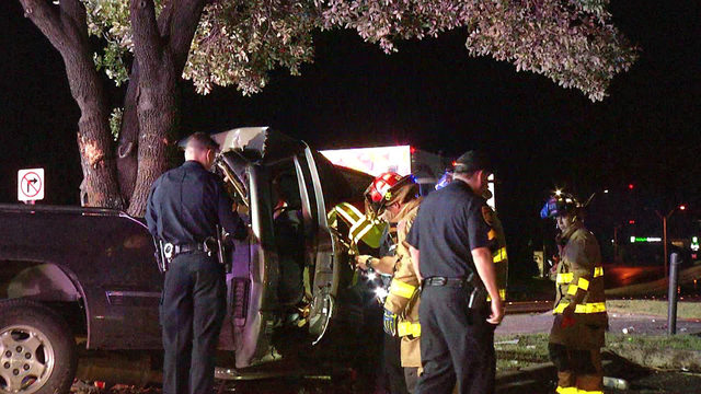19-year-old ejected from vehicle after crashing into tree, police say