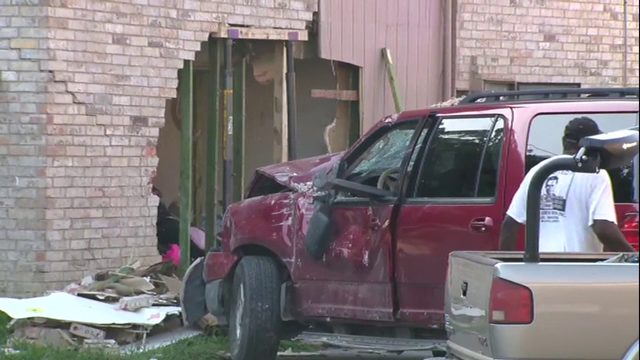 Driver of SUV crashes into apartment building on Southeast Side