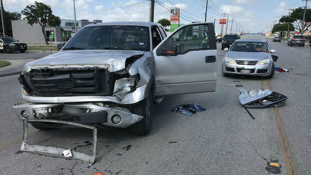 2 people, including teen, hospitalized after San Antonio crash, police say