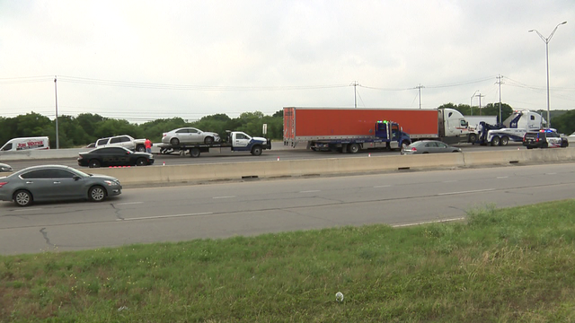 4-vehicle crash injures 2 on I-35 in Selma