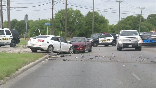 Police chase in Leon Valley ends in crash, killing 1, injuring 4