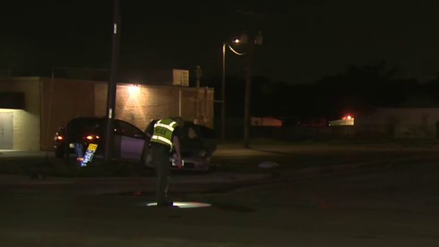 SAPD: Couple, child run from scene of T-bone crash
