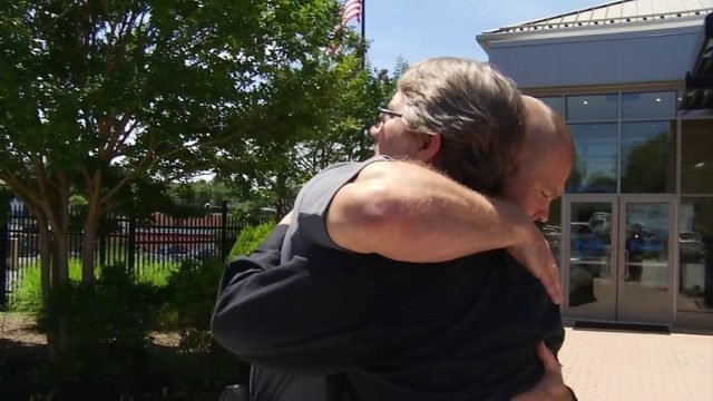 WSLS: Man thanks officer for giving him CPR after heart attack: 'I…
