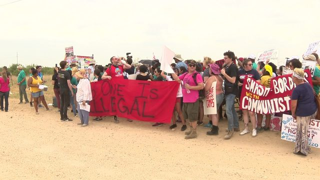 Government shelter in Carrizo Springs draws protest