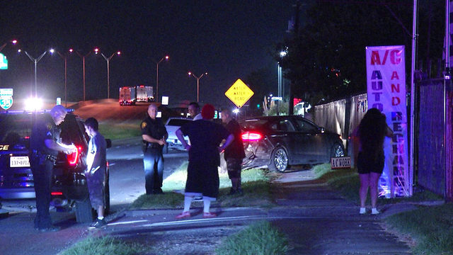 SAPD: Men narrowly avoid truck crashing into their stalled vehicle