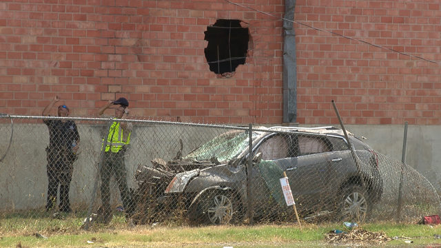 1 killed, 2 injured in high-speed stolen car crash