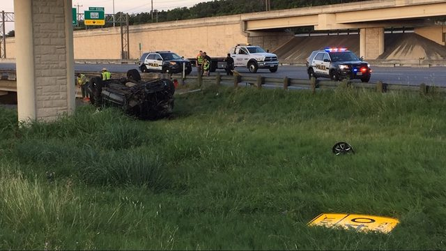 UPDATED: Teen dead after SUV with 8 inside crashes at La Cantera exit, SAPD says