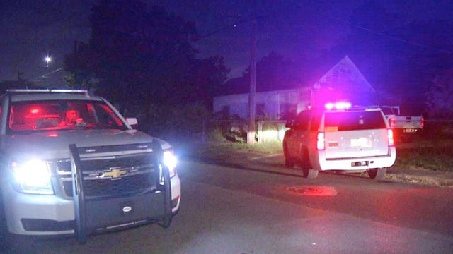Driver, passenger sought by deputies after West Side vehicle chase