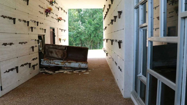 Grave robbers damage 2 Texas mausoleum tombs, open casket