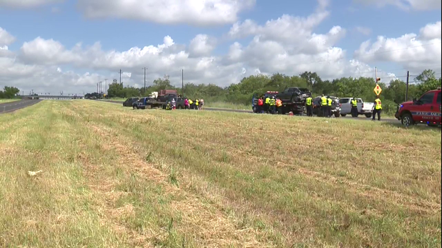 Several people injured in 6-vehicle crash in south Bexar County