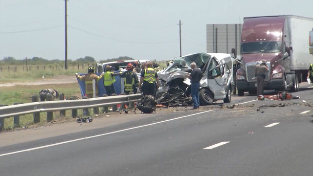 5 people, including 2 kids, killed in crash near Victoria