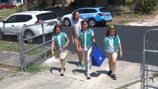 Girl Scouts help Meals On Wheels deliver food, surprise sweet treat