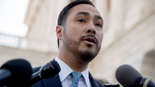 Joaquin Castro doubles down on Trump donor tweet, Gov. Abbott sides with…