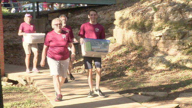 Volunteers give official welcome to Trinity University students moving in