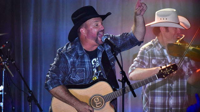 Garth Brooks to perform at iconic Gruene Hall for Dive Bar Tour