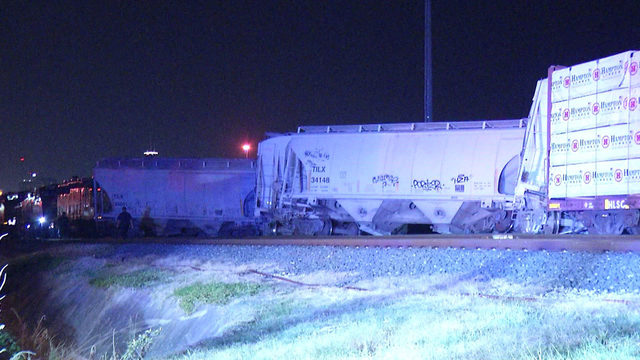 Crews work to contain fuel spill after train derailment on SW Side